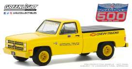 Chevrolet  - Silverado 1986 yellow - 1:64 - GreenLight - 30165 - gl30165 | The Diecast Company
