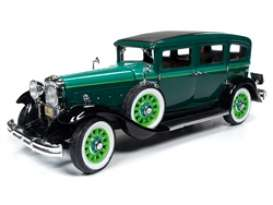 Peerless  - Master 8 Sedan 1931 green - 1:18 - Auto World - 261 - AW261 | The Diecast Company