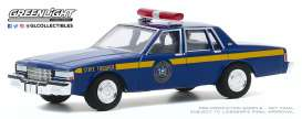 Chevrolet  - Caprice 1990 blue - 1:64 - GreenLight - 30180 - gl30180 | The Diecast Company