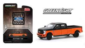 Ford  - F-350 orange/black - 1:64 - GreenLight - 51318 - gl51318 | The Diecast Company