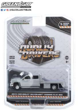 Chevrolet  - Silverado 2015 silver ice - 1:64 - GreenLight - 46050A - gl46050A | The Diecast Company