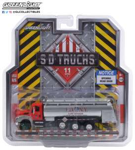 International  - WorkStar Tanker Truck 2018 red/grey - 1:64 - GreenLight - 45110A - gl45110A | The Diecast Company