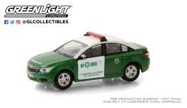Chevrolet  - Cruze 2013 white/green - 1:64 - GreenLight - 30201 - gl30201 | The Diecast Company