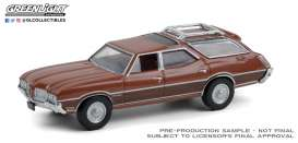 Oldsmobile  - Vista Cruiser 1972 bronze-red - 1:64 - GreenLight - 36010C - gl36010C | The Diecast Company