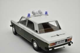 Lada  - 2106 1976 white/olive green - 1:18 - Triple9 Collection - 1800244 - T9-1800244 | The Diecast Company