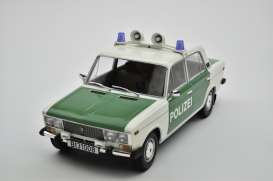 Lada  - 2106 1976  - 1:18 - Triple9 Collection - 1800245 - T9-1800245 | The Diecast Company