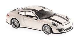 Porsche  - 911  2016 white/black - 1:43 - Minichamps - 940066220 - mc940066220 | The Diecast Company