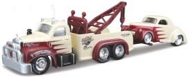 Mack Willys - 1953 red/creme - 1:64 - Maisto - 15055-05 - mai15055-05 | The Diecast Company