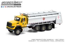 International  - WorkStar Tanker Truck 2018 yellow/blue - 1:64 - GreenLight - 45120A - gl45120A | The Diecast Company