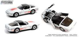 Chevrolet  - Corvette C4 1988 white/orange - 1:18 - GreenLight - 13596 - gl13596 | The Diecast Company