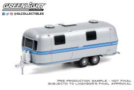 Airstream  - Double-Axle 1971 silver/blue - 1:64 - GreenLight - 34100A - gl34100A | The Diecast Company