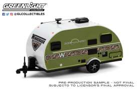 Winnebago  - Winnie Drop 1972 camouflage green - 1:64 - GreenLight - 34100C - gl34100C | The Diecast Company