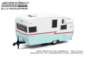 Shasta  - Airflyte 1972 white/red/teal - 1:64 - GreenLight - 34100E - gl34100E | The Diecast Company