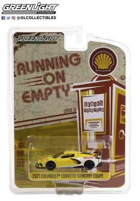 Chevrolet  - Corvette C8 2021 yellow/white - 1:64 - GreenLight - 41130E - gl41130E | The Diecast Company