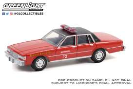 Chevrolet  - Caprice 1990 red - 1:64 - GreenLight - 30243 - gl30243 | The Diecast Company