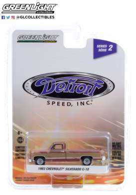 Chevrolet  - Silverado 1983 red/beige - 1:64 - GreenLight - 39070E - gl39070E | The Diecast Company