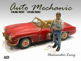 Figures  - Chainsmoker Larry 2021  - 1:18 - American Diorama - 76261 - AD76261 | The Diecast Company