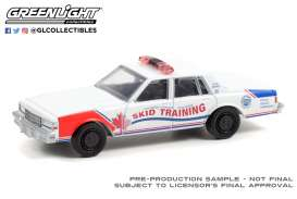 Chevrolet  - Caprice 1987 white/red - 1:64 - GreenLight - 42970B - gl42970B | The Diecast Company
