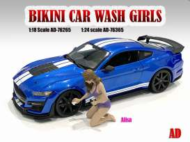 Figures  - Bikini Car Wash Girl *Alisa* 2021  - 1:24 - American Diorama - 76365 - AD76365 | The Diecast Company