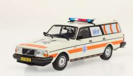 Volvo  - 245 *Politie* 1983 white/orange - 1:43 - Triple9 Collection - 43078 - T9-43078 | The Diecast Company
