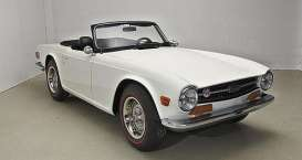 Triumph  - TR6 1969 white - 1:18 - Minichamps - 155132035 - mc155132035 | The Diecast Company