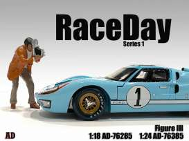 Figures  - Race Day Figure III 2021  - 1:24 - American Diorama - 76385 - AD76385 | The Diecast Company
